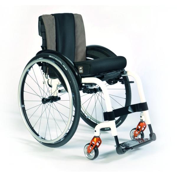 fauteuil roulant pliable et actif tr s compact et l ger. Black Bedroom Furniture Sets. Home Design Ideas